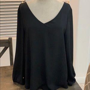 14th & Union vneck criss cross design blouse